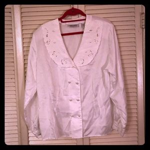 {Vintage}Embroidered collar pearl button blouse